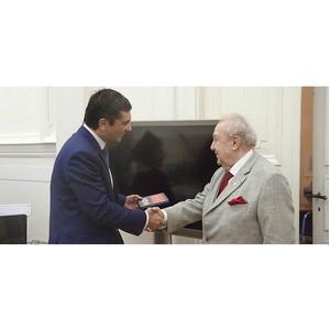 Владимир Гутенев наградил Зураба Церетели памятной медалью