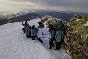 Флаги с символикой ОНФ украсили вершины гор Южного Урала