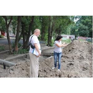 Активисты Народного фронта просят власти ускорить затянувшийся ремонт двора