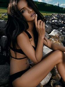 Актриса Аделина Шарипова разоткровенничалась в испанском FHM