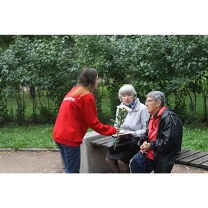 Участники команды «Молодежки ОНФ» в Петербурге присоединились к акции «Привет, ромашки!»