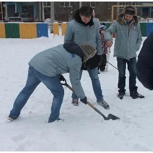 Активисты ОНФ проверили состояние дворовых катков в Тракторозаводском районе Челябинска