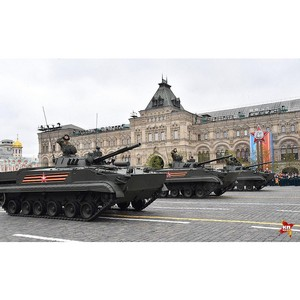 Перспективная техника УВЗ приняла участие в параде победы