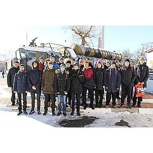 Активисты ОНФ провели для школьников Белгорода патриотическую акцию «Один день в армии»