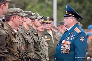 Лейтенанты, сержанты и рядовые запаса получили погоны