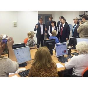 Глава ПФР Антон Дроздов посетил курсы компьютерной грамотности для пенсионеров