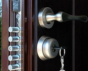 Замена замков в металлической двери срочно в Москве