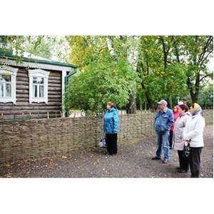 Сотрудники Рязаньэнерго поздравили ветеранов предприятия с Международным днем пожилых людей