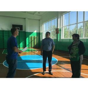 Активисты ОНФ проверили состояние спортивных залов и площадок в сельских школах Омской области