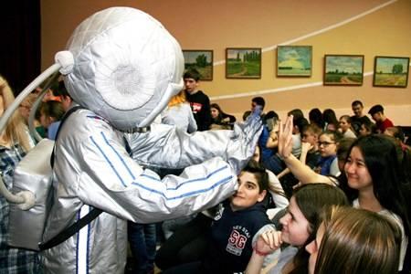«РуссНефть» вновь поддержала проект «Мы – дети космоса!» для учащейся молодёжи Саратовской области