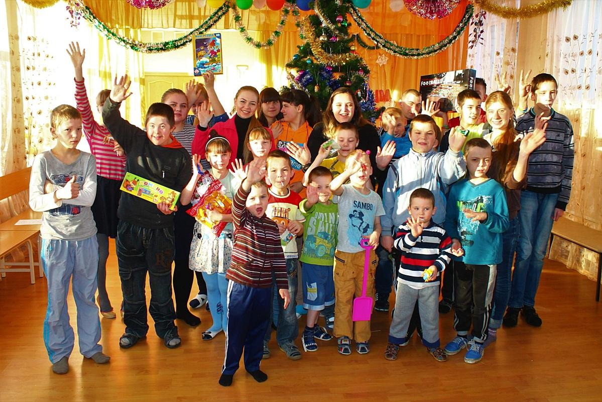 """Участники """"Нулевого километра"""" завершили акцию «Подари ребенку праздник - 2017»"""