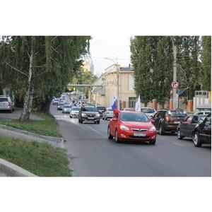 В День флага России активисты ОНФ организовали в Воронеже праздничный автопробег
