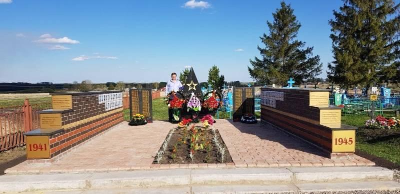 Активисты ОНФ в Мордовии приняли участие в открытии мемориала погибшим землякам в селе Сосуновка