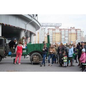 Банк Уралсиб организовал в Тюмени полевую кухню и вручил посылки с подарками ветеранам войны