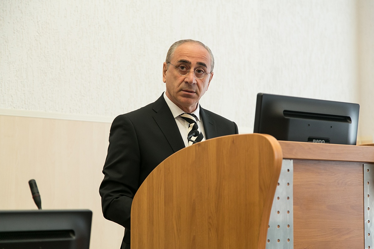 Юрий Зеленов: «Безработица среди молодежи вызывает серьезную тревогу»