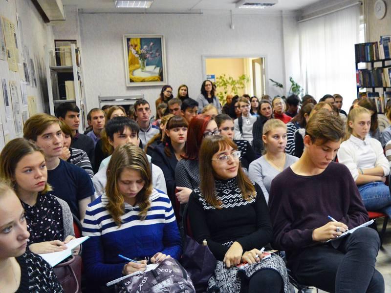Студенты Рубцовского филиала АлтГУ на творческой встрече с писателями Сергеем и Натальей Тепляковыми