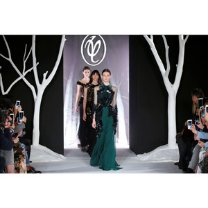 Авангард fashion шоу молодых дизайнеров на неделе моды в Москве
