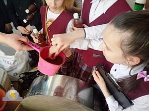 В бизнес со школьной скамьи: Бизнес-инкубатор МНФПМП г. Кемерово  посетили дети