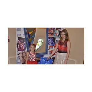 Портфель «заряжен» подарками, а дети – отличным настроением!