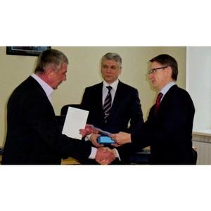 Генеральный директор МРСК Сибири вручил награду