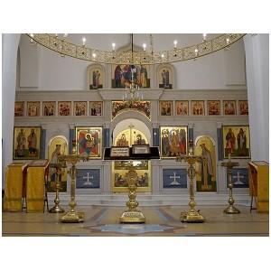 Написанные в мастерской во имя Св. Алипия иконы освящены патриархом Московским и Всея Руси Кириллом.