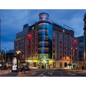 Отель Санто Доминго в Мадриде предлагает бассейн и солярий на крыше