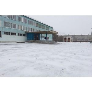 Амурские активисты ОНФ добиваются ремонта асфальтового покрытия территории благовещенской школы