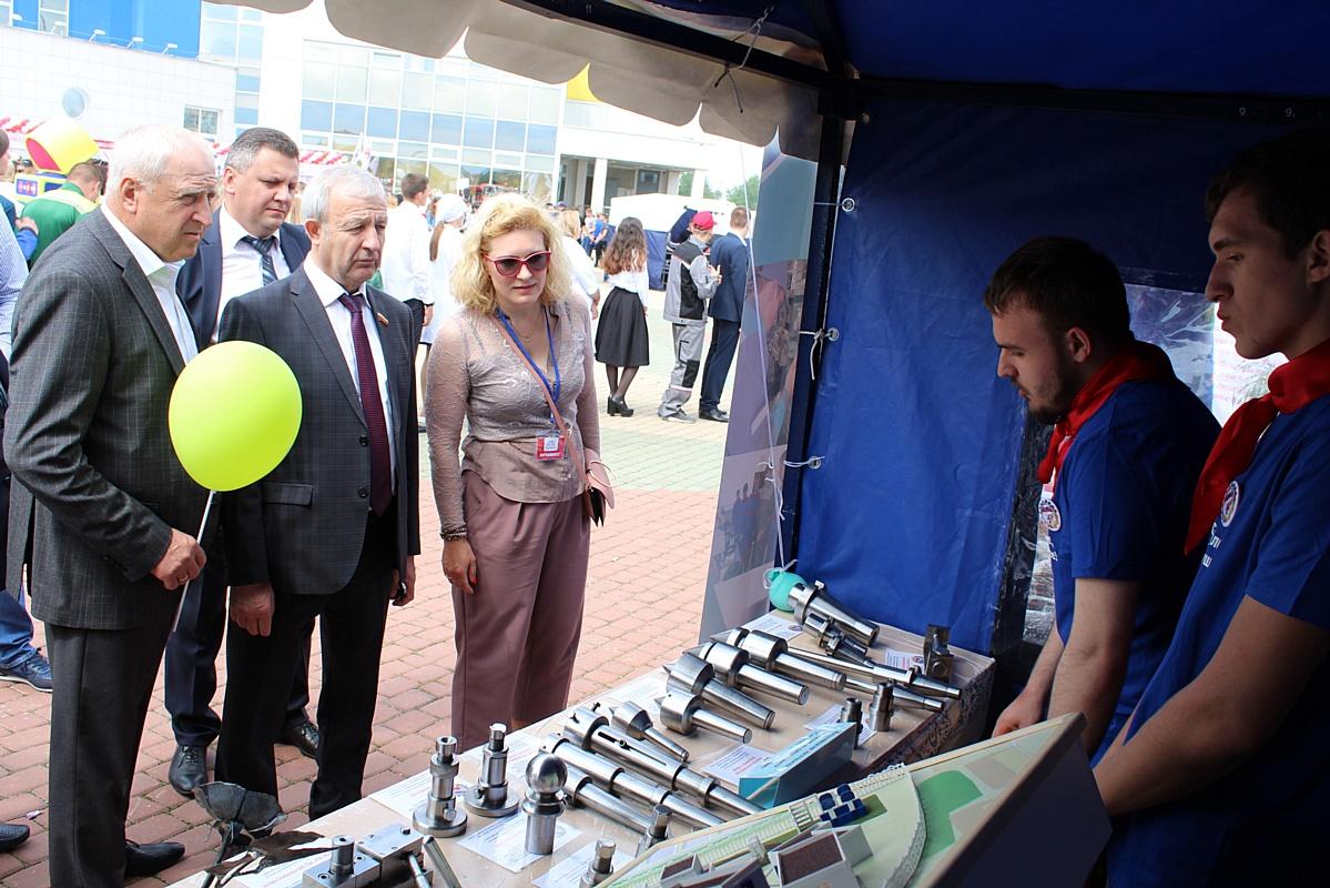 Стойленский ГОК принял участие в областном «Параде профессий»