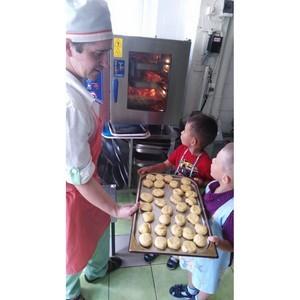 Команда поваров компании «Кейтеринбург» провела мастер-класс приготовления пряников в детском саду