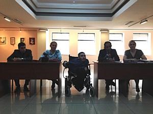 Выставка работ художника-инвалида стала поводом для Круглого стола на острые темы