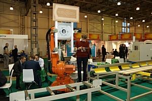 Робот встречал посетителей выставки Woodex