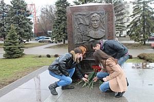 За памятник Алексею Бересту ростовчане голосуют убедительно