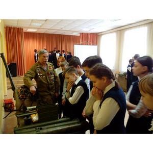 Воронежские активисты ОНФ провели «уроки мужества» для школьников и студентов