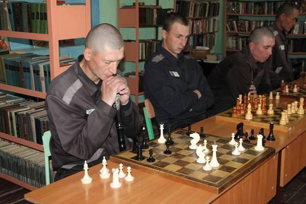 Кемеровские осужденные сыграли в шахматы с известным гроссмейстером