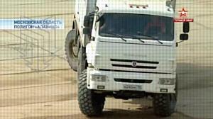 Колесный вездеход МПЗ в динамическом показе российской техники на военном полигоне Алабино