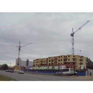 На 1-й очереди ЖК «Парус» в Северодвинске застройщик «Аквилон-Инвест» ведет кладку стен 6-го этажа