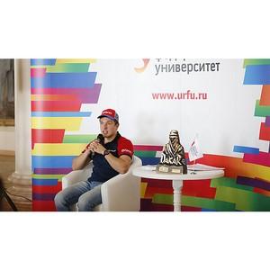 Студенты пригласили спортсмена Сергея Карякина испытать сконструированный ими болид