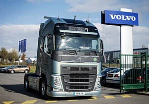 Первый новый Volvo FH передан владельцу