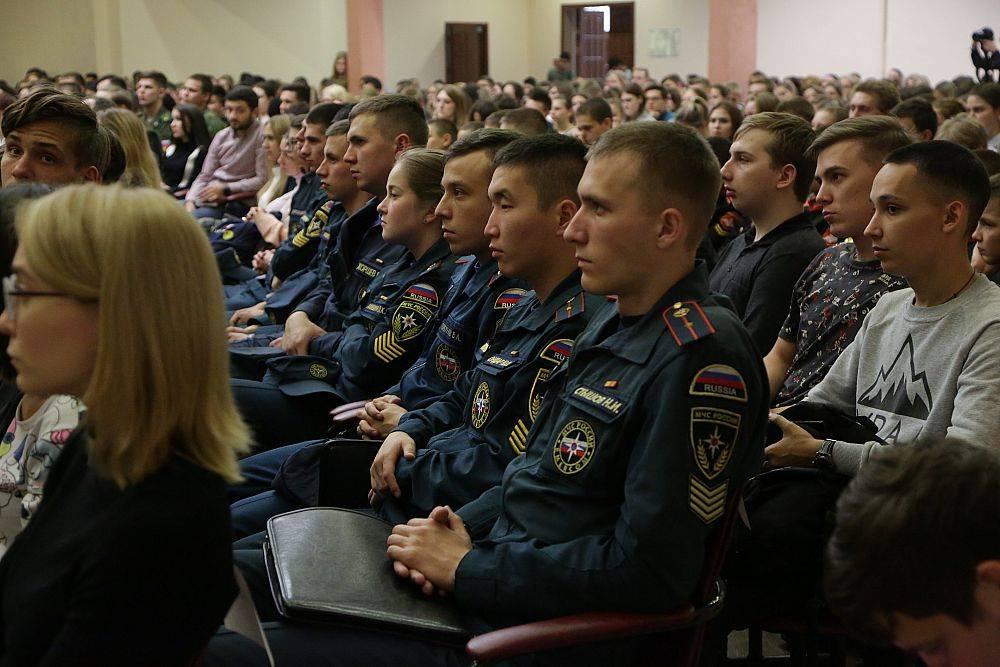 «Один в поле - тоже воин»: в УРГЭУ прошла встреча с героями РФ