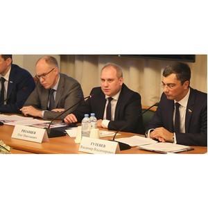 Комиссия Госдумы по ОПК рассмотрела законодательные инициативы