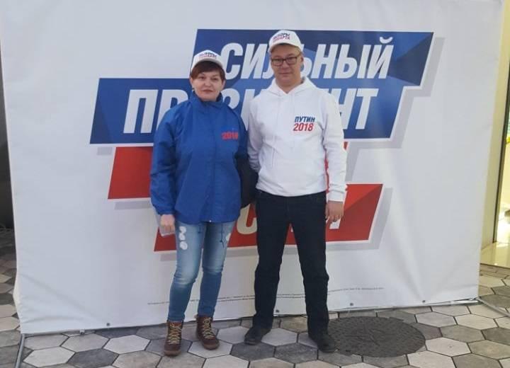 Челябинские активисты ОНФ собирают подписи в поддержку выдвижения Путина кандидатом в президенты