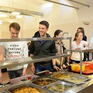 Кто кормит студентов бюджетных образовательных учреждений в Москве?