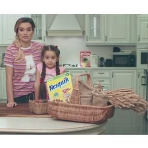 Ксения Бородина вместе с дочкой приготовила у себя дома готовый завтрак Nesquik от Nestle