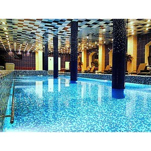 Бассейн с соленой водой в замке-отеле «Вышеград»