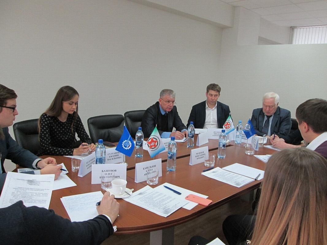 Заседание комиссии по молодёжной политике Свердловского РО