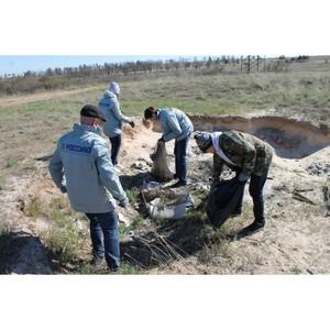Активисты ОНФ в Волгоградской области провели уборку территории мемориала «Лысая гора»
