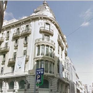 Продается здание банка в Валенсии.