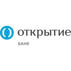В «Муниципальном» филиале банка «Открытие» проходит акция с вручением подарков пенсионерам