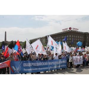 Волгоградские активисты ОНФ приняли участие в первомайской демонстрации