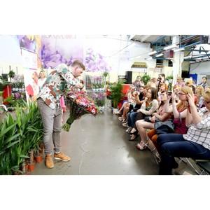 Ќовые тренды флористики были представлены на мастер-классе —ерге¤ арпунина